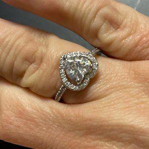 Sevil 925 Swarovski Heart Halo Ring Silver 7.5